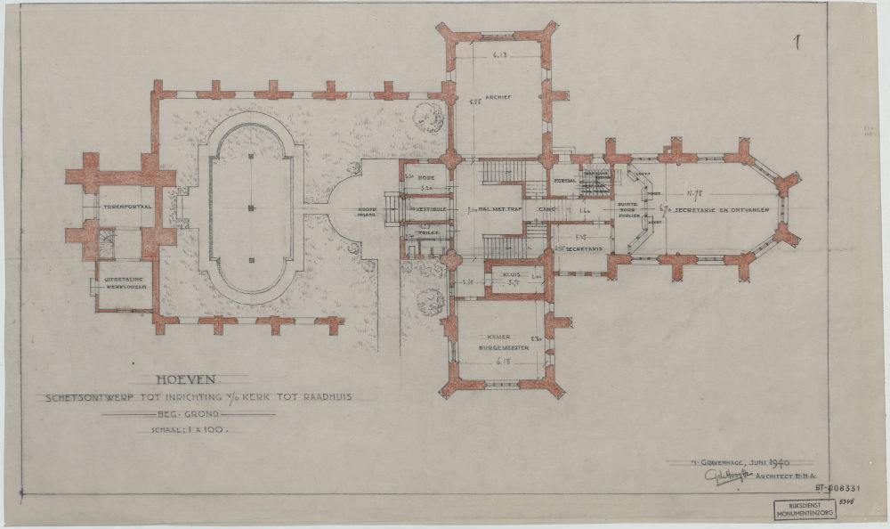Architect G. de Hoog maakt plannen om de leegstaande kerk van Hoeven te verbouwen tot raadhuis. Desondanks wordt de kerk in 1951 afgebroken (Rijksdienst voor het Cultureel Erfgoed)