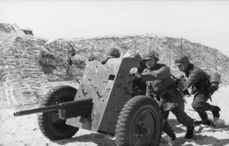 3.7 cm Pak 36 (CC-BY-SA 3.0 - Bundesarchiv - wiki)