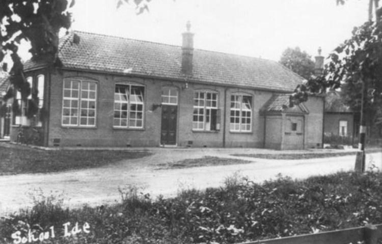 In Yde werd een schoolgebouw gebruikt als onderkomen voor dwangarbeiders (Tracesofwar.com)