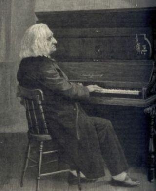 De oude Liszt achter de piano. Gravure van een foto, gemaakt door Louis Held, Weimar, 1885