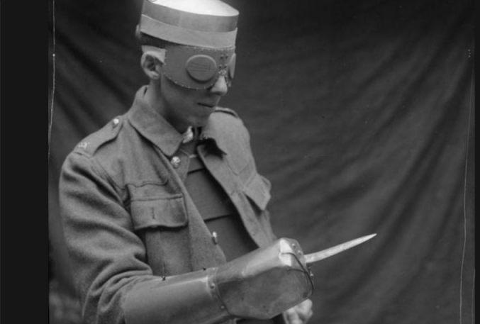 Lichaamspantser uit de Eerste Wereldoorlog (Publiek Domein - IWM - wiki)