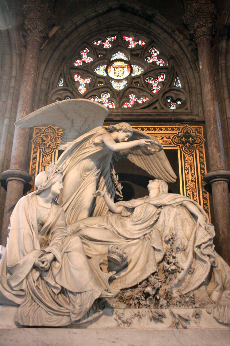 Graf van koningin Louise in de Sint-Petrus-en-Pauluskerk in Oostende (CC BY-SA 3.0 - Michel Wal)