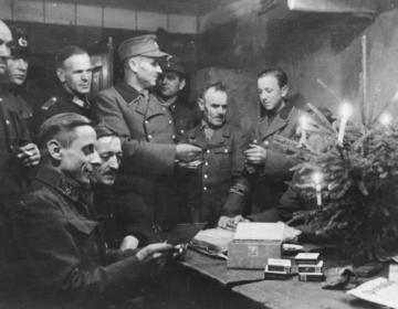 Kerstviering in een Duitse bunker, december 1944 (CC0 - Bundesarchiv)