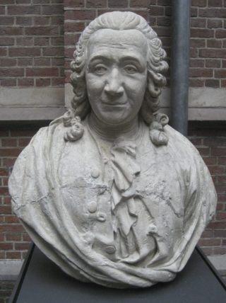Buste van Linnaeus in Leiden gemaakt door Gilles-Lambert Godecharle (CC BY-SA 3.0 - wiki)