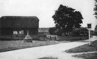 Village Cross, Rectory Farm and The Horn sign [Jack Chapman]