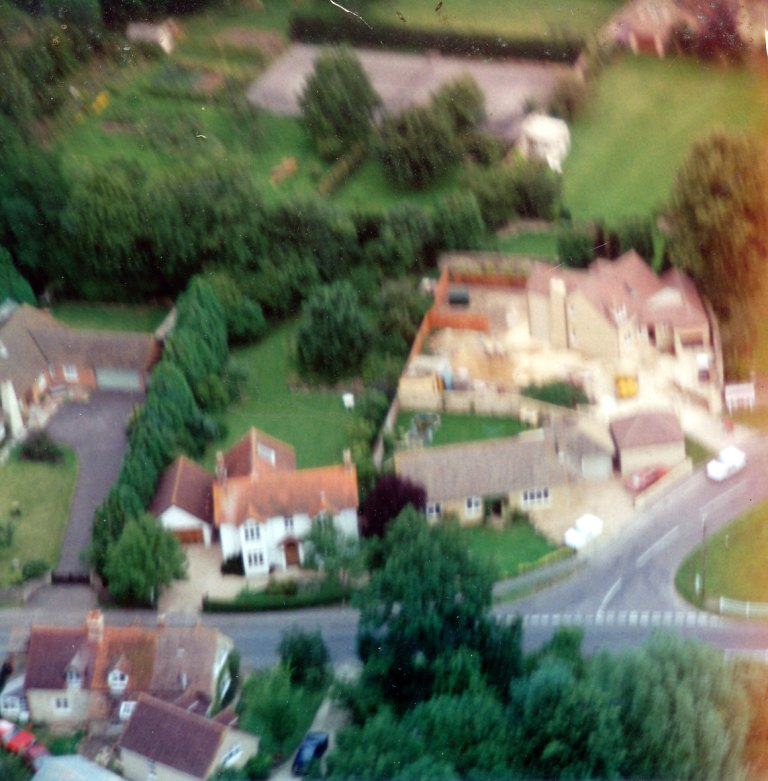 Aerial photo 1993 Threeways Garage replaced by houses [Christine & Alastair Leuker]