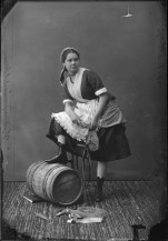 "Miss Cockburn dressed as ""a Bonnie Fishwife from Newhaven."" http://collectionscanada.gc.ca/pam_archives/index.php?fuseaction=genitem.displayItem&lang=eng&rec_nbr=3477371"