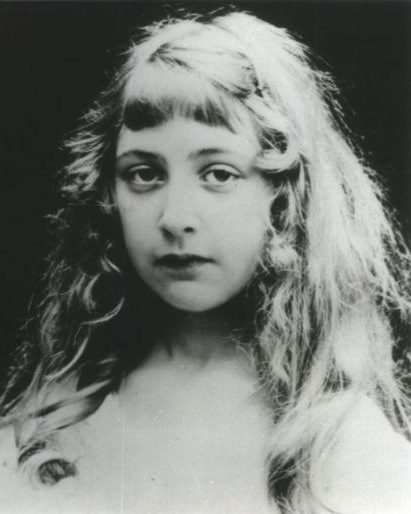 Iconic author, Agatha Christie, pictured in the 1890s.