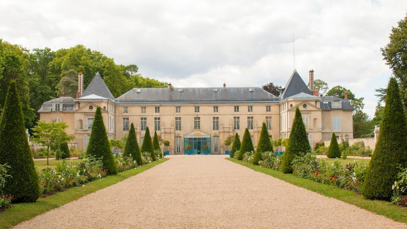 The residence of Napoleon Château de Malmaison from the front.