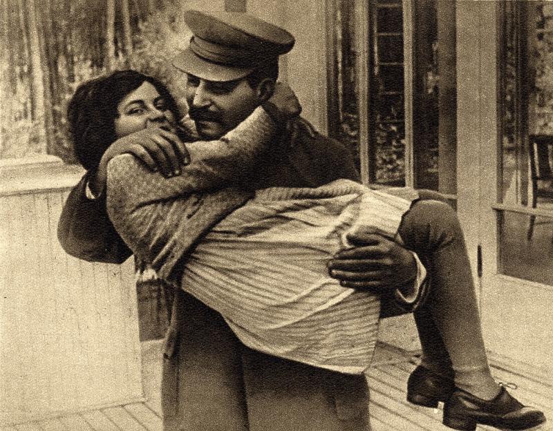Stalin with his daughter Svetlana in 1935