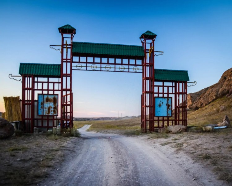The entrance to Tamgaly Tas