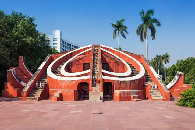 Jantar Mantar is the biggest solar observatory among the 5 which was built by Sawai Jai Singh. The heritage performance contains the wisdom held by the former Rajputana King. It contains of nineteen architectural astronomical instruments. The Giant Sundial or The Samrat Yantra located at the height of 27 m was used to predict seasons and movement of planets.