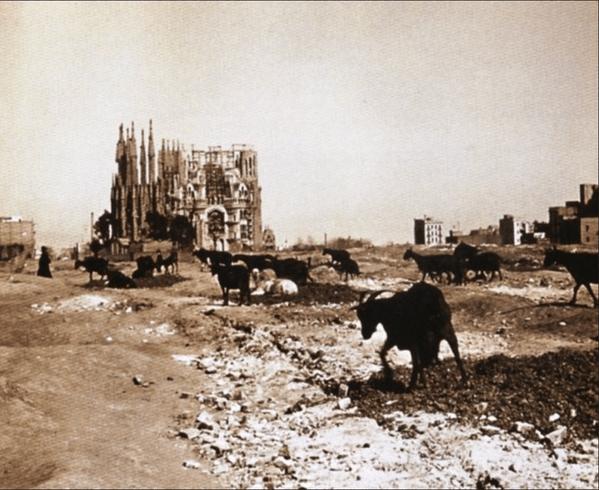 Fascinating Historical Picture of Sagrada Familia in 1915