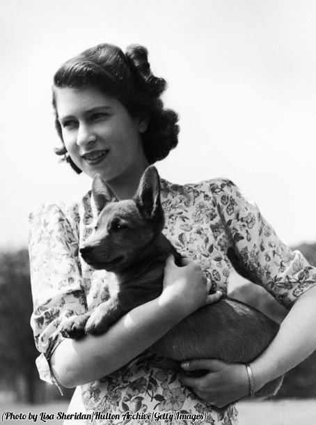 Fascinating Historical Picture of Queen Elizabeth II with Susan in 1944