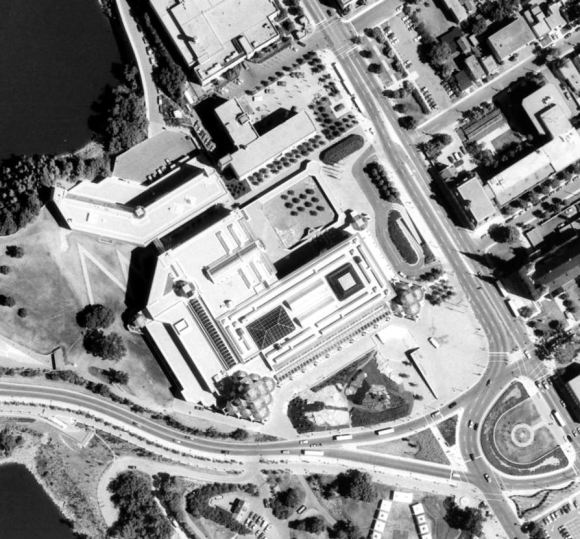Almost exactly 20 years after the demolition of Laurentian Terrace, the property found a new - higher - purpose: the site of the beautiful National Gallery of Canada. Image: geoOttawa, 1991 Aerial.