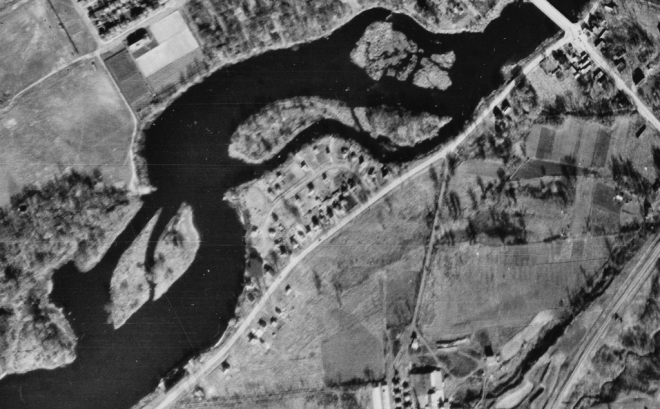 By 1945, Nordic Circle had become a veritable community. Image: uOttawa / NAPL Flight A9616, Image 26, October 28, 1945.