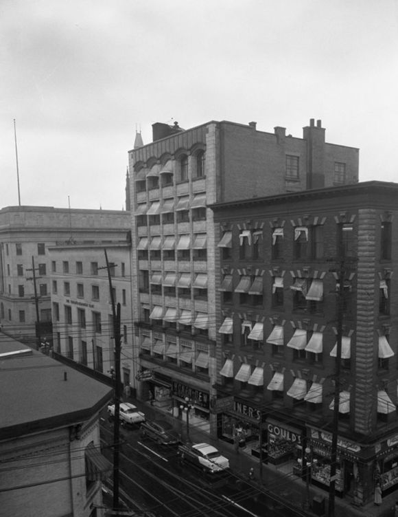 I have not yet located a quality picture of the block facing west. So here's the east side taken on September 24, 1956. Source: City of Ottawa Archives, Item CA-40696.