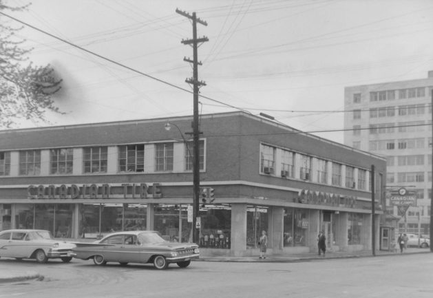 Canadian Tire at Kent and Laurier in May 1960. Image: Ted Grant / LAC Accession 1981-181 NPC, Series 60-0759.