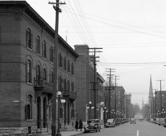Laurier, looking east at O'Connor, 1938. Image: Library and Archives Canada.