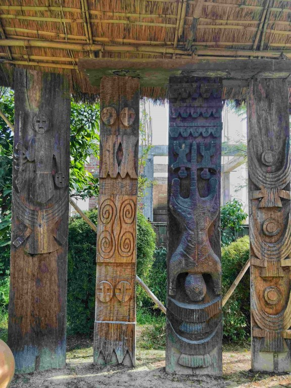 Gracefully arranged wood carvings