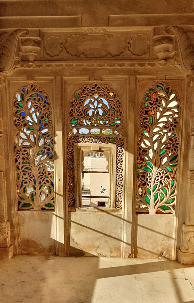 The carved windows at Badi Mahal in City Palace
