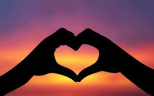 hands-love-sunset_tn2