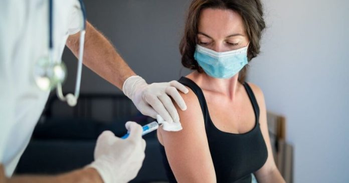 Healthdirect Australia puts up funding to enable online booking at vaccine clinics