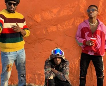 """R2Bees – """"Straight From Mars"""" ft. Wizkid"""