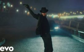 video-chris-brown-back-to-love-350x230