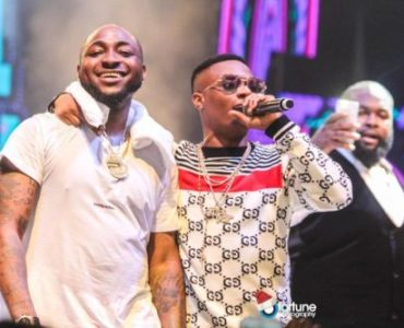 Watch Moment Surulere Boys Ban Wizkid's Songs From Being Played In Shitta As They Endorse Davido's
