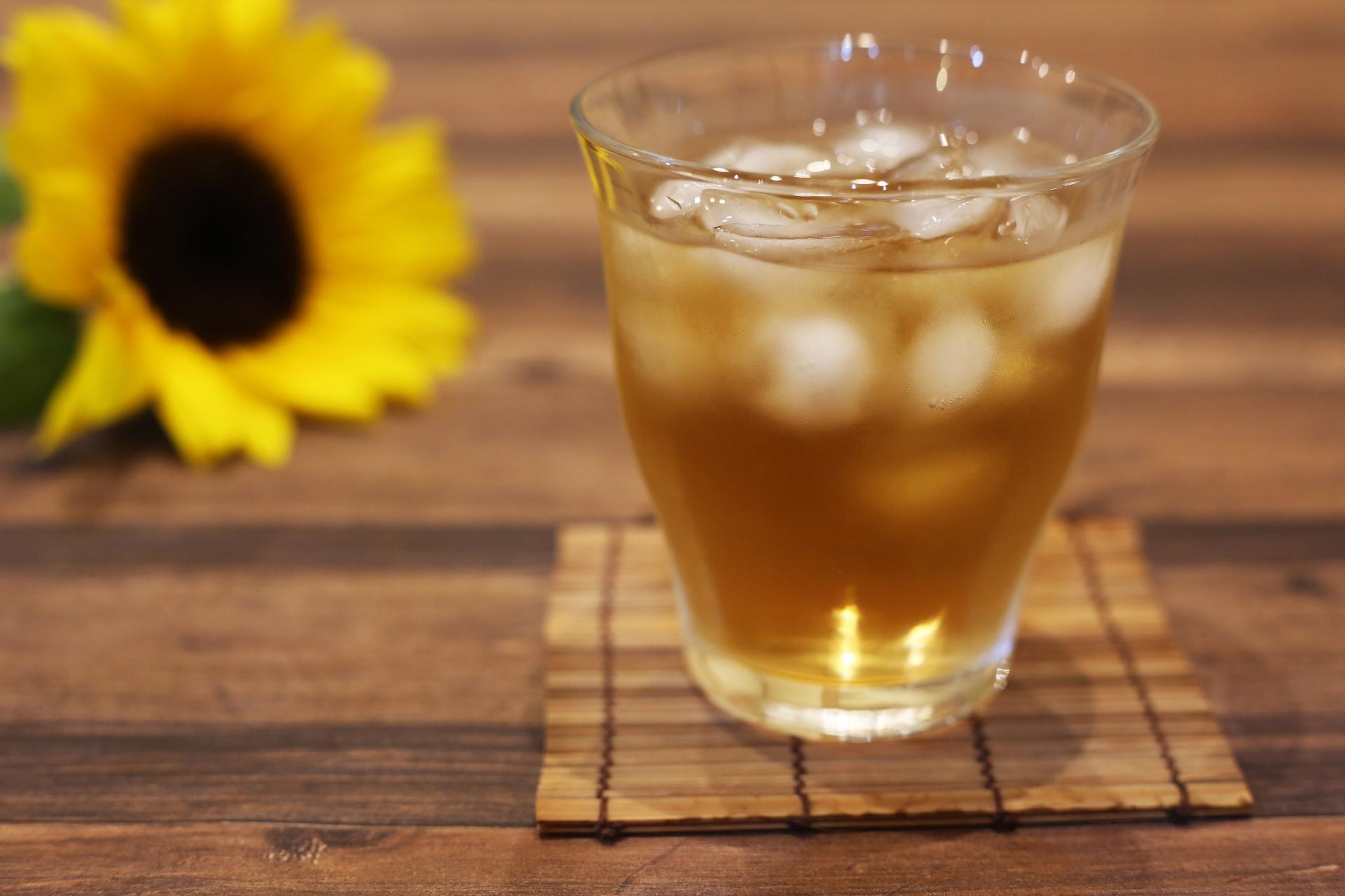 暑い夏冷えた麦茶を