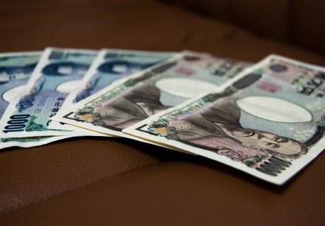 海外旅行中のお金はどうするべき??