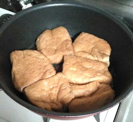 栃尾のジャンボ油揚げの甘じょっぱ煮が煮あがりました