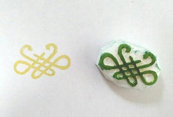 菜虫化蝶イメージの消しゴムはんこ