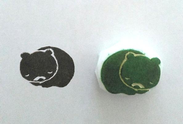 熊蟄穴イメージの消しゴムはんこ