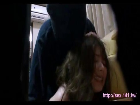 強姦魔達に犯されおまんこと顔にぶっかけられる美巨乳美人妻のひとずまあだ