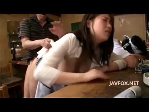 旦那の横でおまんこを嵌められて喘いでるふしだらな美巨乳人妻のひとずま無料 kyokonn nu-sa