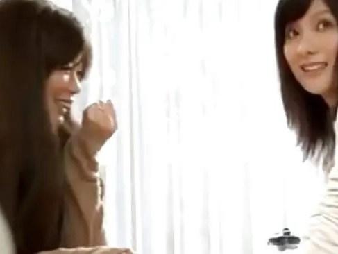 ママ友の家に遊びに来た人妻が業者を誘惑してセックスして帰ってきた美人妻も業者とセックス懇願しちゃう人妻動画