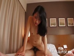 お嬢様系素人美人妻の卑猥な本性のひとずま動画