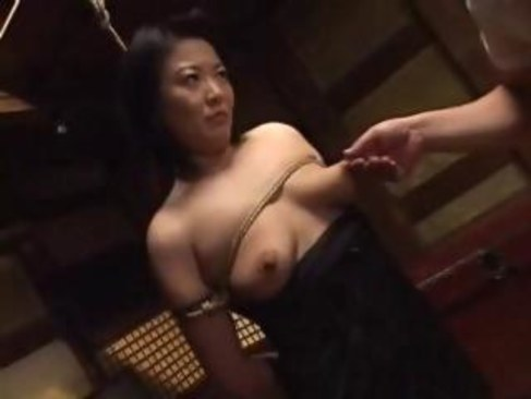 田舎の中高年の夫婦が緊縛プレイで夜の営みに刺激を加える五十路おばさんの日活 無料yu-tyubu
