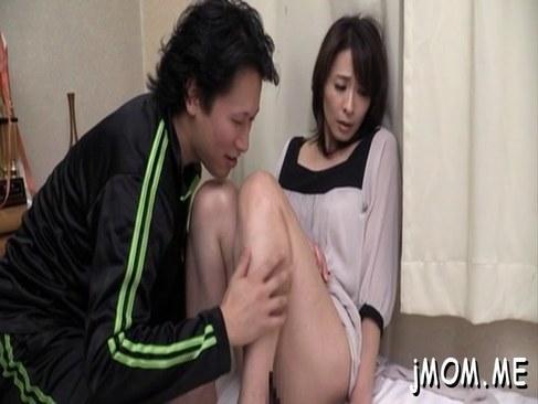 隣人にキスされただけでおめこを濡らす敏感な四十路美熟女妻の日活 無料yu-tyubu
