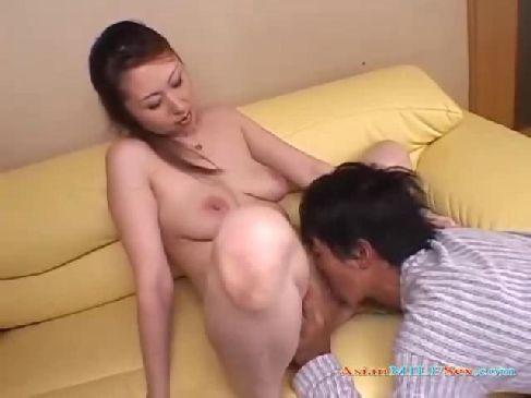 40代の熟女母が朝から息子に求められておまんこを弄られ嵌められる日活ロマン無料近親相姦動画