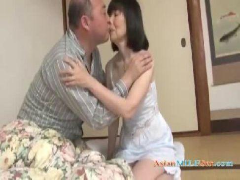 60代の高齢者の夫婦が深夜に愛を確かめ合う為に濃厚なセックスをするjyukujo動画画像無料モザナシ