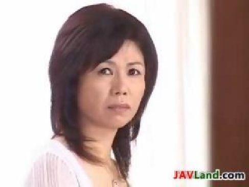 肉欲性交の背徳感に絶頂してる豊満完熟な60歳の熟女母がおまんこしてる近親相姦動画
