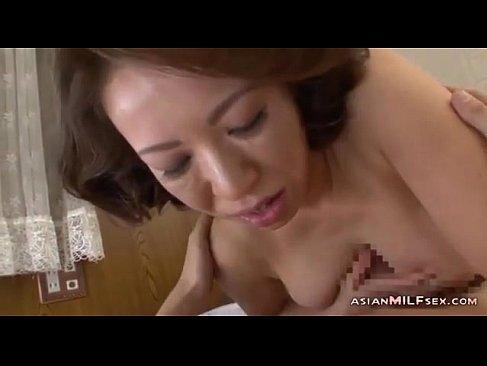 息子の肉棒が気持ち良すぎてセックスがやめられない六十路熟女母の近親相姦動画