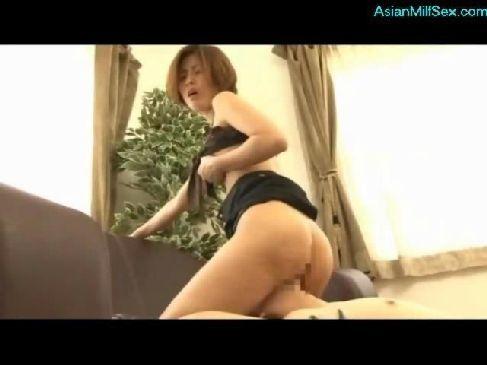 クンニが大好きな40代の熟女妻が近所の男に顔面騎乗をして腰を振るひとずま動画無料投稿