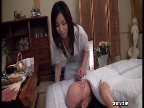 義父を介護する美熟女人妻が絶倫チンポを咥えおまんこしてるオバチャンノ-パン