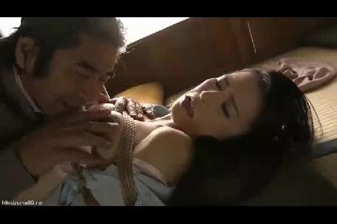夫が蒸発した美人妻が義父に拘束されて調教されていく美人妻動画
