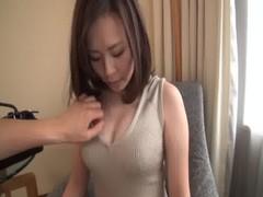 三十路美人妻が恥かしそうにセックスしてるひとずま動画