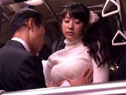 満員バスで痴漢に遭い発情してノリノリで性交為をする可愛い巨乳若奥様のひとずま動画tokyo
